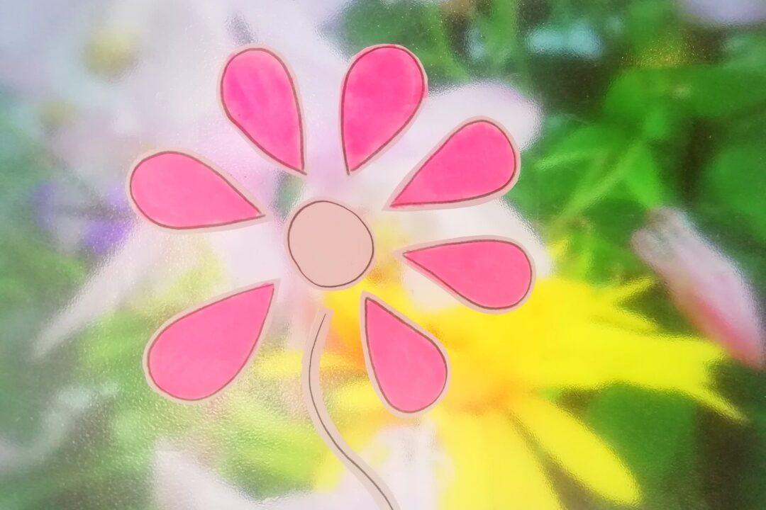 Bilde av tegnet blomst i fine farger. Rosa, grønt og gult.